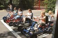 Photo d'enfants à bord de cuistaxes sur le parc de circulation